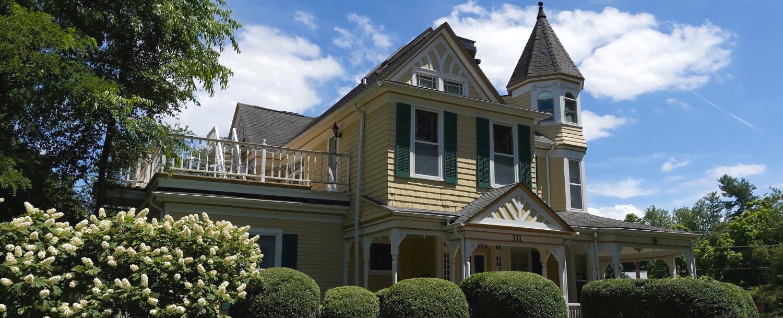 The Oaks Victorian Inn Exterior